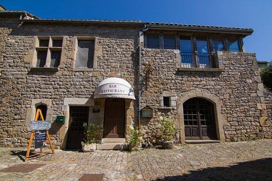 Saint-Jean d'Alcas, France: Restaurant La Pourtanelle.