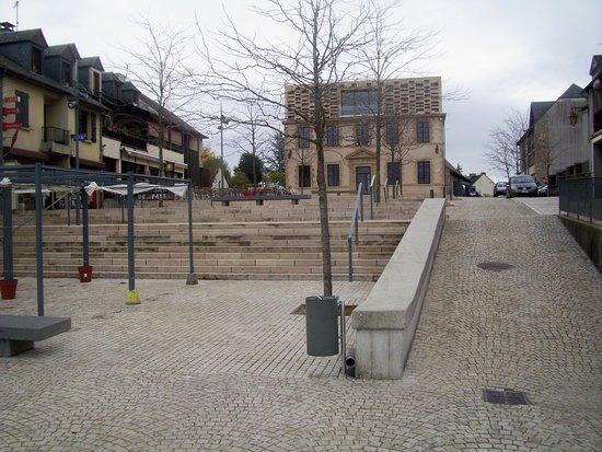 Bozouls, Frankreich: Place de la Mairie