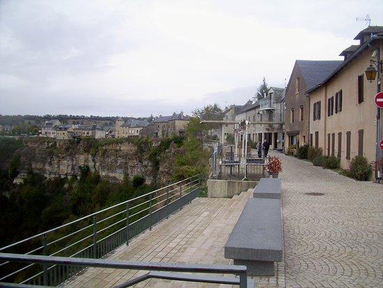 Bozouls, Frankreich: Promenade en haut