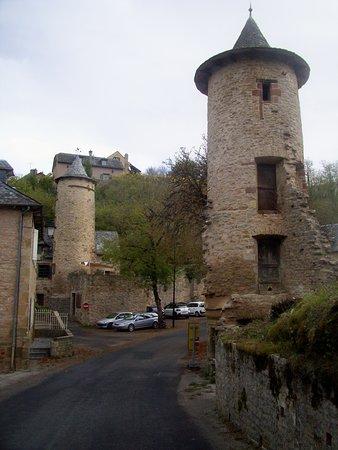 Bozouls, France: Les tours au village d'en bas