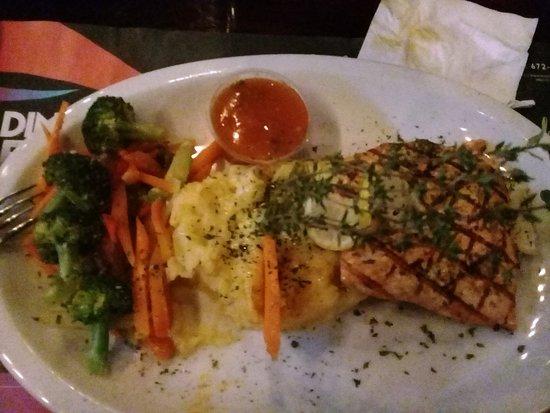 Chaguanas, Тринидад: Grilled salmon