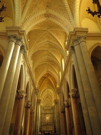 IL Duomo: interno del duomo