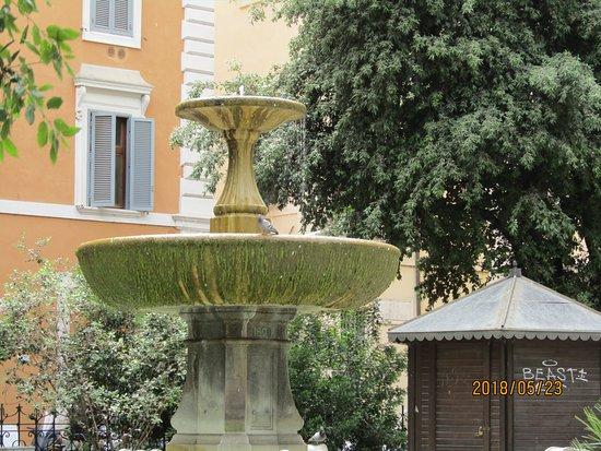 Fontana Cairoli