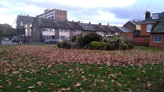 St Matthew's Bethnal Green : St Matthew's Church Gardens