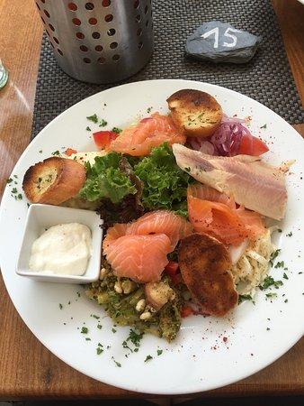 Nittel, Niemcy: Salalade met vis