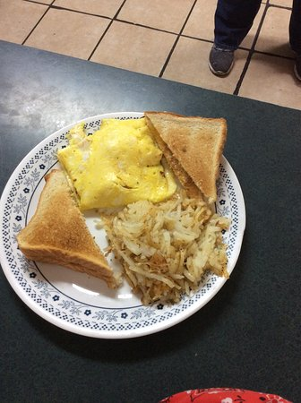 Omelet with hash browns and white toast