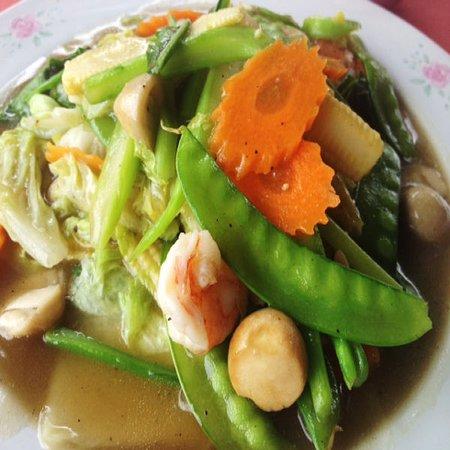 Wokad grönsaker med räkor