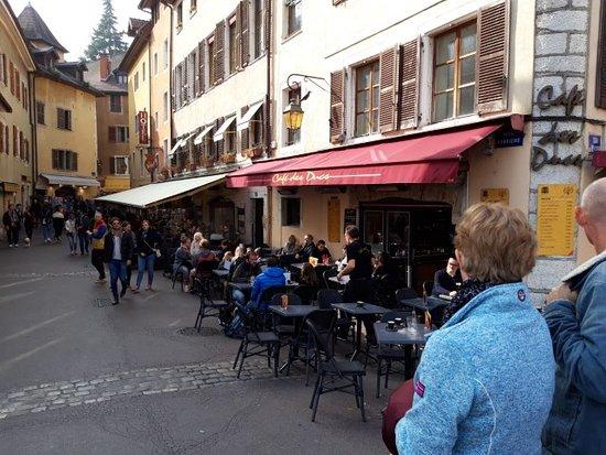 Cafe des Ducs .
