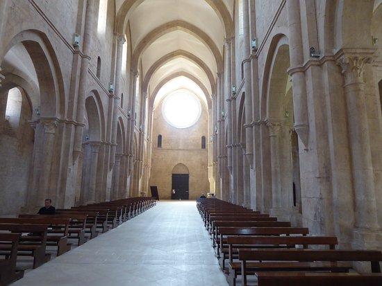Fossanova, Ý: L'interno dell'abbazia...