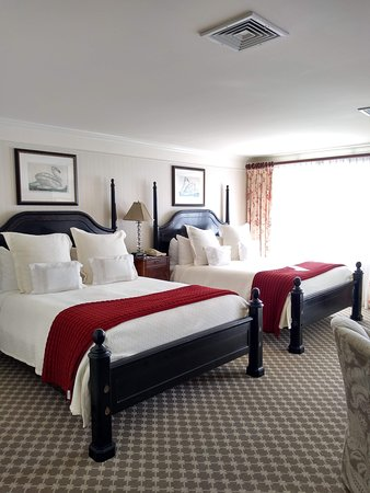 Saybrook Point Inn & Spa: Double queen bed room was HEAVEN.