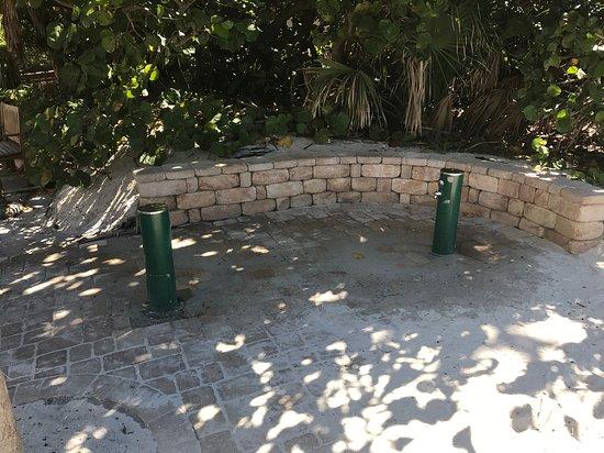 Vanderbilt Beach, Floryda: Wash the sand off your feet