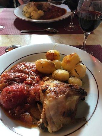 Billets coupe-file: excursion dégustation de vins d'une journée dans les châteaux de la vallée de la Loire, Chambord et Chenonceau au départ de Paris : Lunch