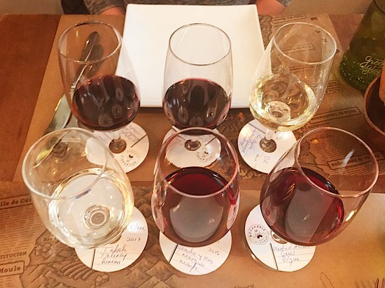 Wine flights - Classic and Earth to mountain