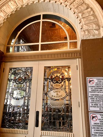 1886 Cafe & Bakery: Gorgeous architectural detail -- like stepping back in time!