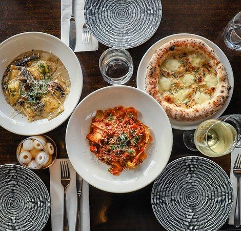 McCrae, Australien: Ravioli al Funghi, Lamb Pappardelle, Garlic Foccacia