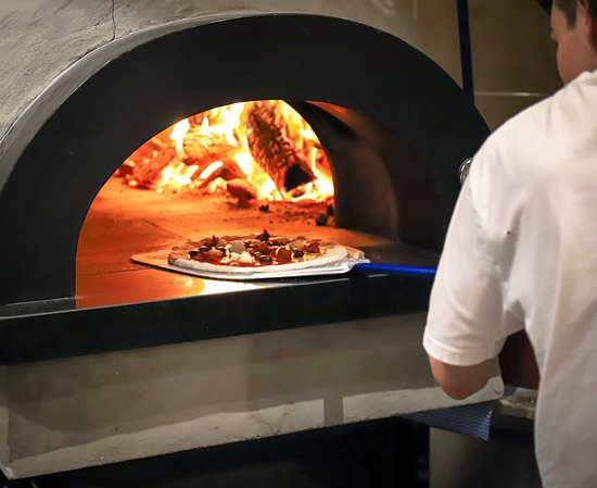 McCrae, Australien: Our wood fired oven operates at over 450ºc making the perfect pizza.