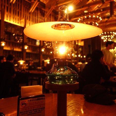 ランプの灯りとピアノの生演奏