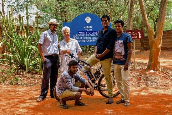 Auroville, Indie: Kinisi Team