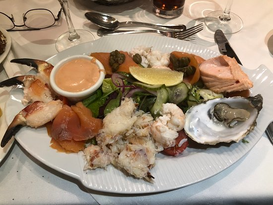 Monkstown, Irlandia: Cold seafood platter - wow was it delish!