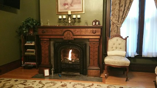 1840 Inn on the Main Bed and Breakfast: Penfield Suite Sitting Room