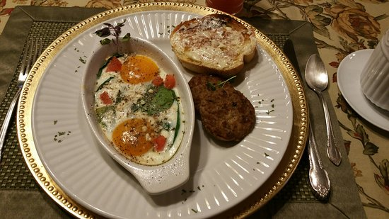 1840 Inn on the Main Bed and Breakfast: Breakfasts are delicious and well presented