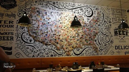 Draft: Murales USA con tante etichette di vari brand