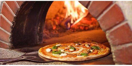 Elgg, สวิตเซอร์แลนด์: holzoffen pizza