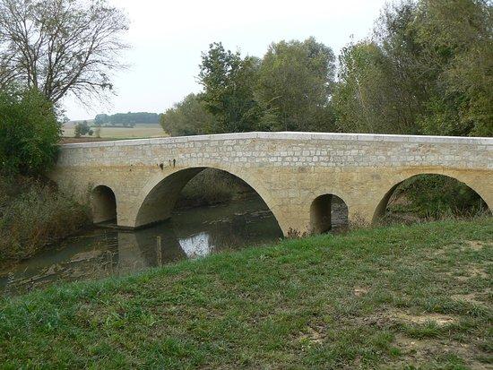 Larressingle, France: pont de Lartigue