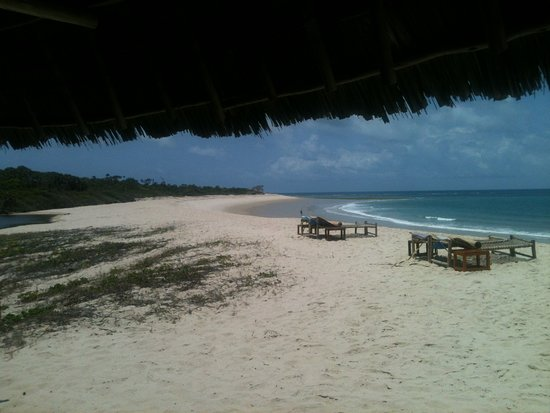 Kutani, Tanzania: Lovely beach and such comfortable room.