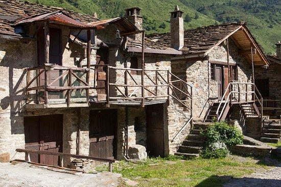 Pezzo, Italija: Case Di Viso