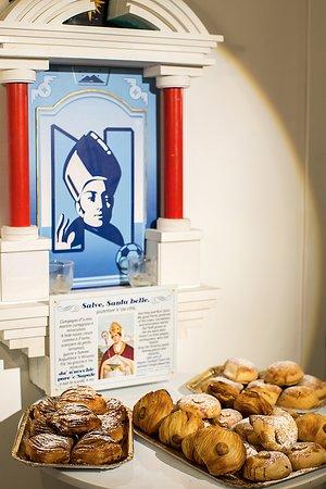 San Gennaro Vigila sulla città, sul Popolo, Sul Napoli e sulla Tradizione.