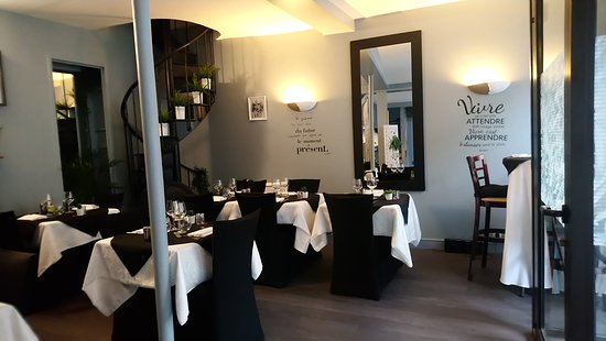 Lisses, Fransa: La salle