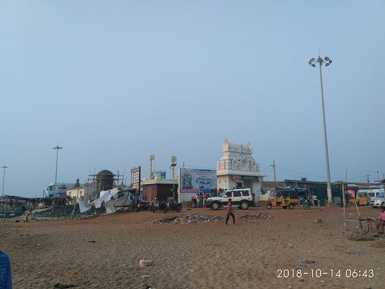 Mypadu Beach: Temple on shore