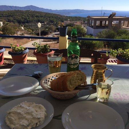 Toller Ausblick, typisch griechische Taverne