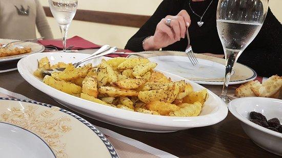 """Gaggi, Italy: """"Patatine al forno"""" di produzione propia, buonissime!!!"""