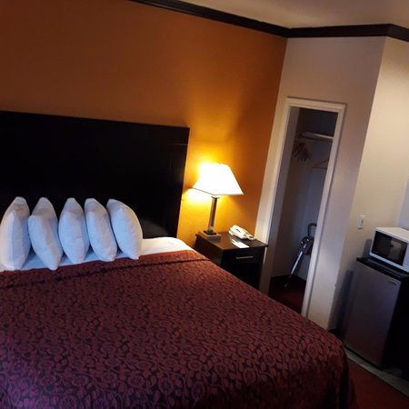 Days Inn Amp Suites By Wyndham Ft Worth Dfw Airport South