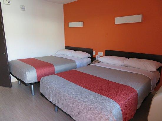 Motel 6 Las Vegas - Tropicana: bare bones, but adequate beds