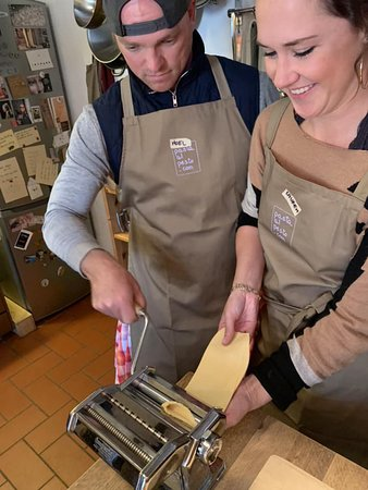 Montefioralle, Italie : Learning how to make pasta.