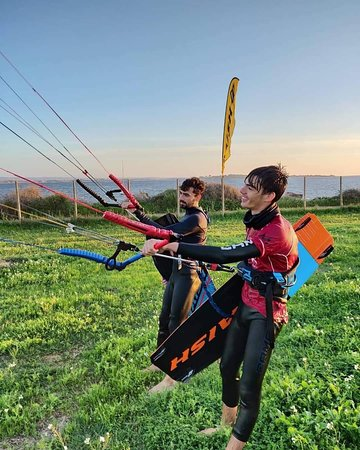 The brothers always enjoy with us in the Kite School Sicily Ariel Corniel , come to Sicily.