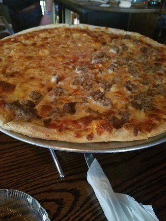 South Orange, Nueva Jersey: Bunny's famous thin crust pizza