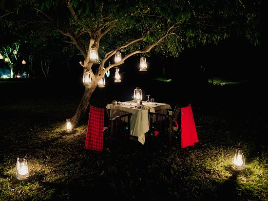 andBeyond Kichwa Tembo Tented Camp: Dinner table setting