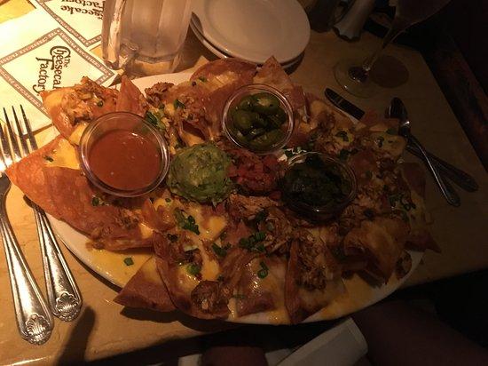 The Cheesecake Factory: nachos