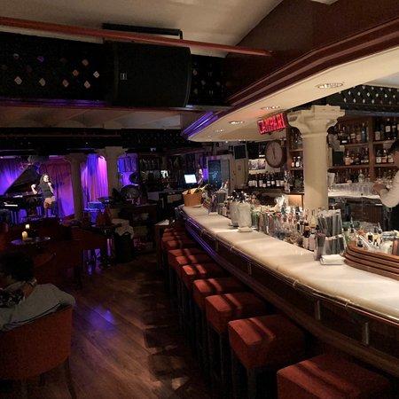 milano cocktail bar barcelone la dreta de l 39 eixample restaurant avis num ro de t l phone. Black Bedroom Furniture Sets. Home Design Ideas