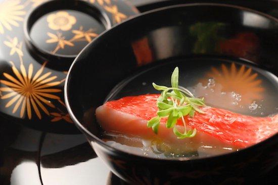 Gion Vitra,: 旬の魚を椀仕立てにして魚介の濃厚なエキスをスープにして