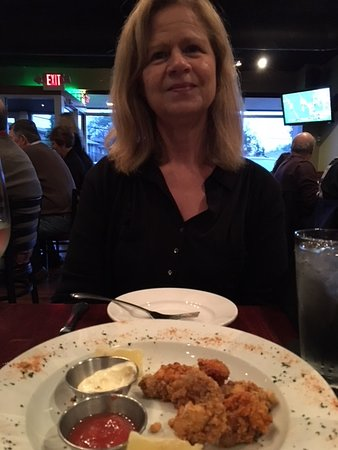 Gallo's Kitchen & Bar: The lovely wife and the oysters