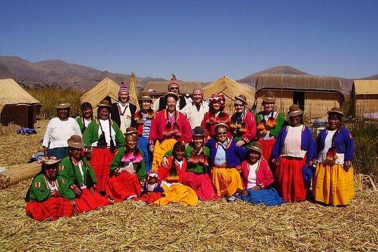 Full-Day Uros og Taquile Island Tour...