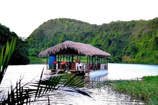 Viagem turística dominicana incluindo...