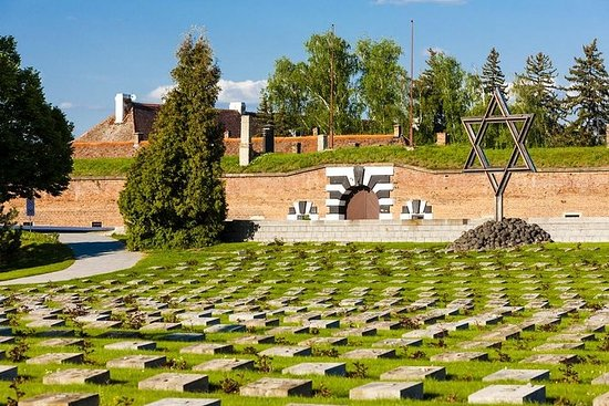 Halve dag Terezin ticket en tour ...