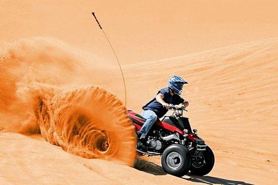 ドバイ半時間クワッドバイク砂漠のドライブとサンドボーディング