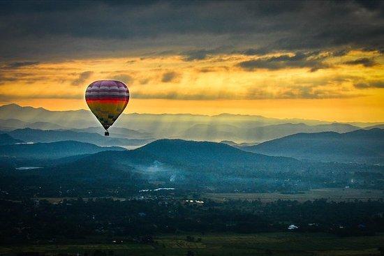Vol en montgolfière au lever du...